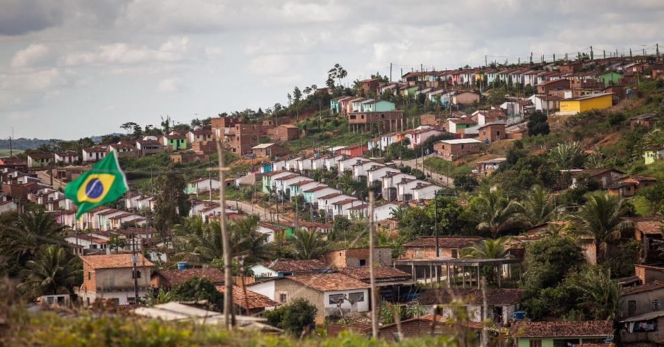 Vista do bairro Quilombo na cidade de Moreno, no interior pernambucano. As terras e as casas foram compradas pelo ex-jogador Rivaldo e doadas aos moradores da cidade. Estima-se que há 4 mil moradores em assentamento do Movimento Sem Terra (MST) em Moreno