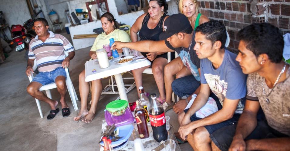 Vizinhos assistem aos jogos juntos para torcer contra a Argentina na Buenos Aires brasileira