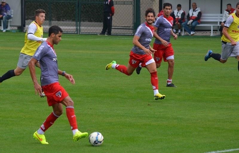 08-07-2014 - Kardec e Pato atuaram juntos por 25 minutos nesta terça-feira