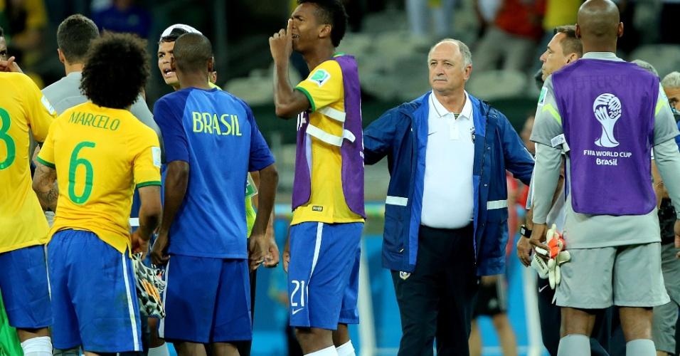 08. jul 2014 - Felipão reúne jogadores para conversa após a derrota por 7 a 1 contra a Alemanha