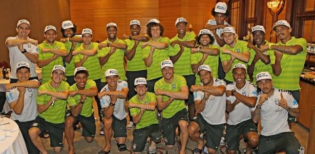 """Os jogadores do Brasil fizeram o gesto """"é tóis"""" para homenagear Neymar antes do jogo contra a Alemanha"""