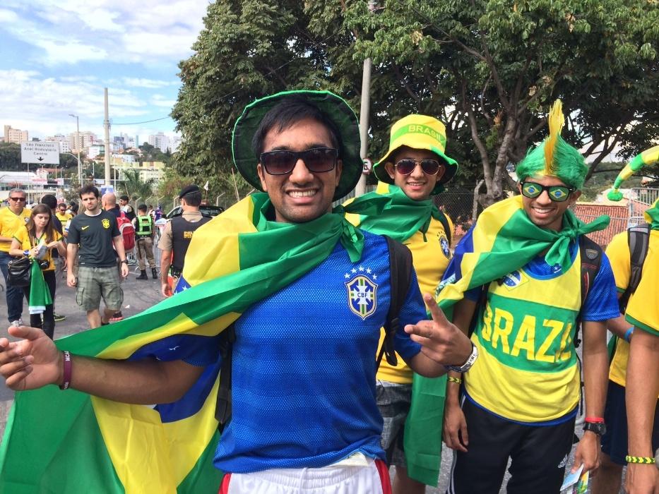 08. jun. 2014 - Estudante indiano foi confundido com Neymar ao chegar ao Mineirão para Brasil x Alemanha