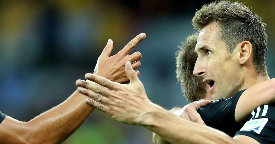 08. jul. 2014 - Alemão Klose comemora com seus companheiros após marcar na vitória por 7 a 1 sobre o Brasil  no Mineirão