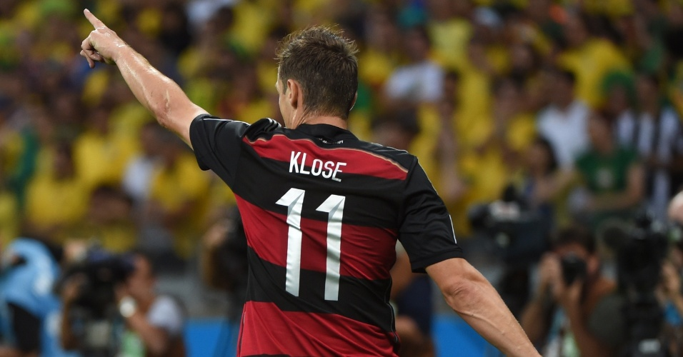 08. jul. 2014 - Alemão Klose comemora o segundo gol contra o Brasil no Mineirão. O atacante se tornou o maior artilheiro da história das Copas, com 16 gols
