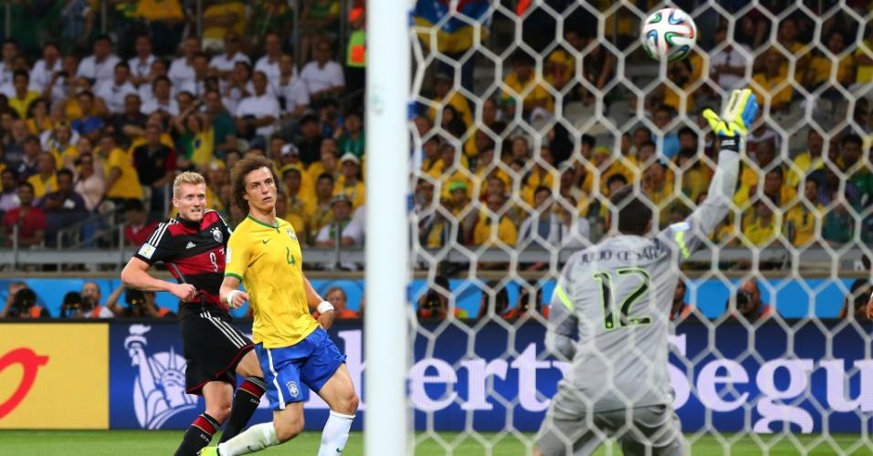 08. jul. 2014 - Alemão Schürrle acerta belo chute e finaliza a vitória por 7 a 1 sobre o Brasil, no Mineirão. A Alemanha está na final da Copa