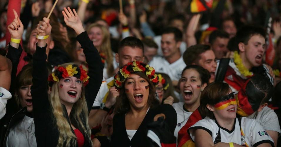 Alemãs em Frankfurt comemoram vitória incontestável sobre o Brasil nas semifnais