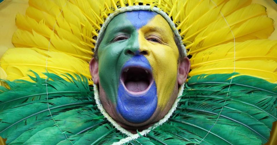 Brasileiro dá colorido especial ao Mineirão antes do jogo contra a Alemanha, pela semifinal da Copa