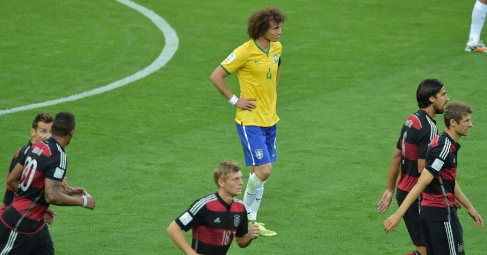 08. jul. 2014 - Capitão no jogo contra a Alemanha, David Luiz mostra abatimento após sofrer gol no Mineirão