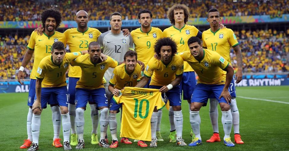 08. jul. 2014 - Com a camisa 10 de Neymar, jogadores da seleção fazem pose para foto oficial antes do jogo contra a Alemanha