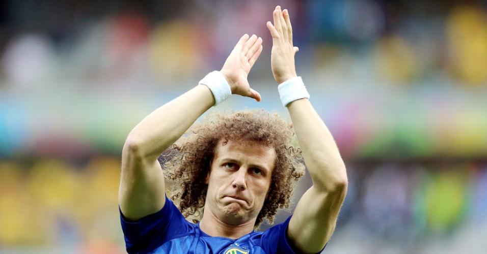 08. jul. 2014 - David Luiz agradece à torcida presente no Mineirão, ao subir no gramado para fazer aquecimento antes do jogo contra a Alemanha