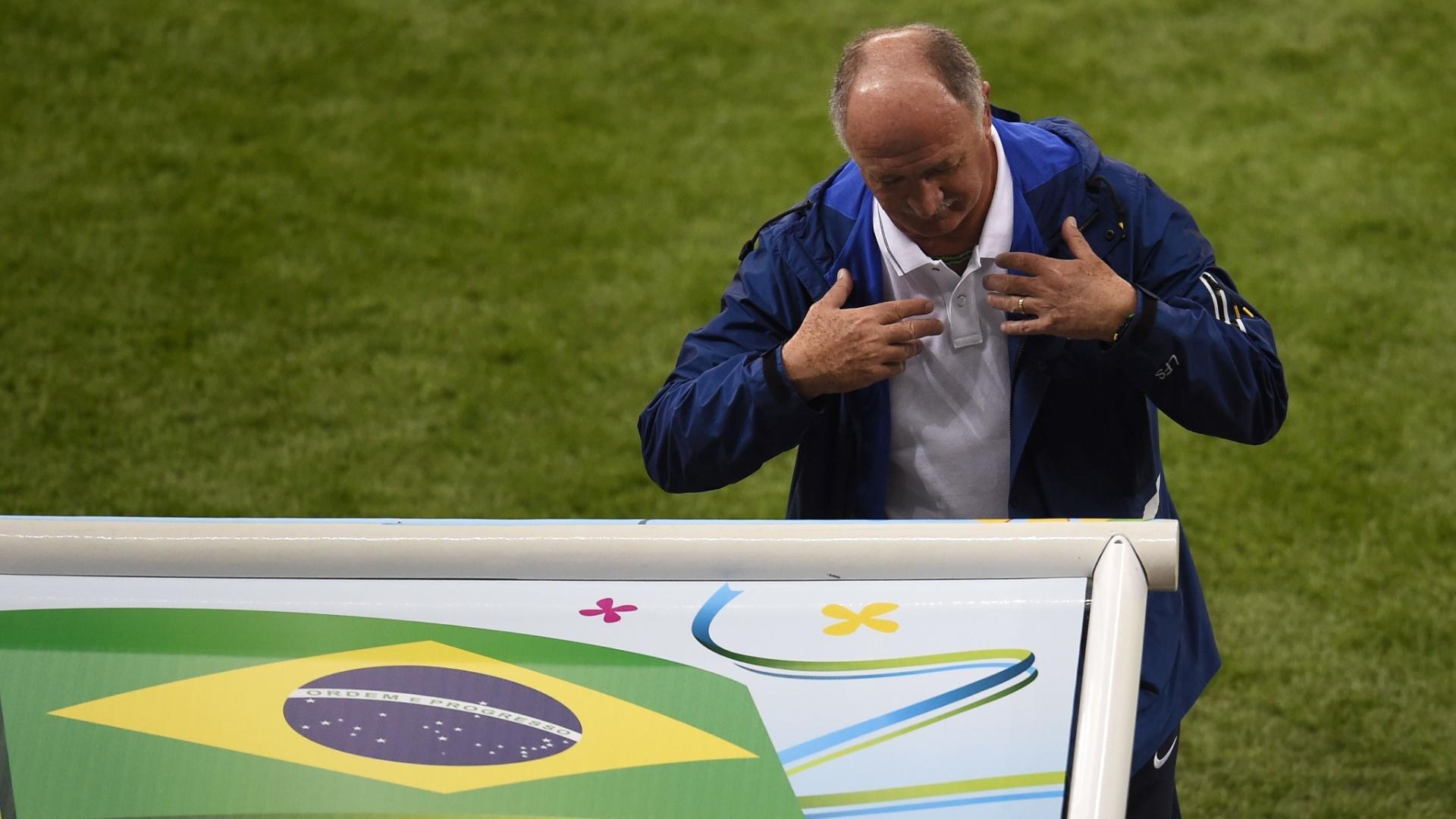 08. jul. 2014 - Felipão mostra irritação durante a derrota brasileira para a Alemanha no Mineirão, por 7 a 1