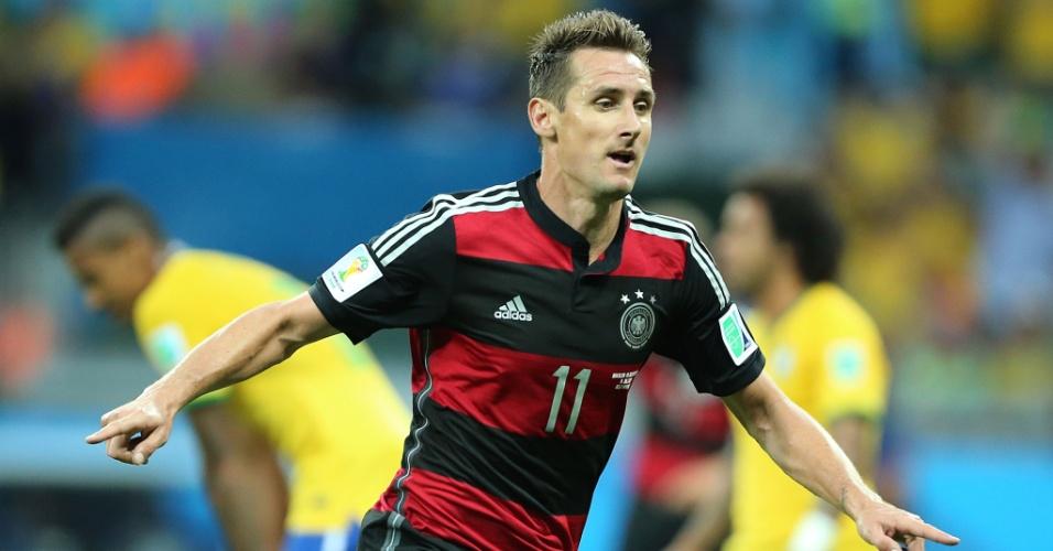 08. jul. 2014 - Klose comemora após marcar o segundo da Alemanha e seu 16º gol em Copas, se tornando o maior artilheiro da história dos Mundiais