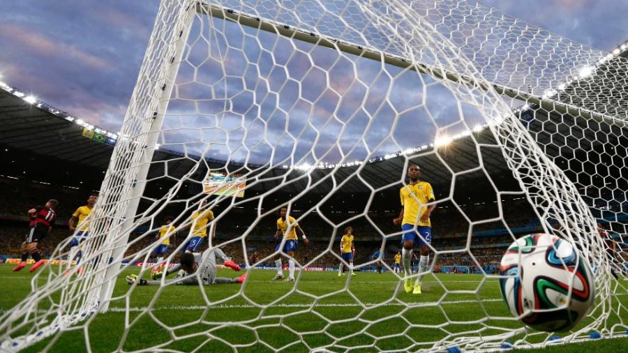 Pior capítulo do futebol brasileiro, derrota de 7 a 1 na Copa de 2014 deixou marcas na vida real, mas será que o mesmo aconteceu nos games? - REUTERS/Marcos Brindicci