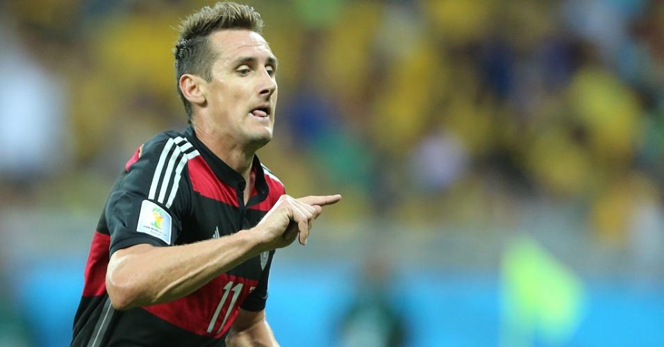 08. jul. 2014 - Klose tem mais de um motivo para comemorar a tarde no Mineirão. Além de marcar na vitória sobre o Brasil por 7 a 1, ele se tornou o maior artilheiro da história as Copas, com 16 gols