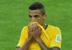 Luiz Gustavo diz que é difícil falar qualquer coisa após derrotas na Copa - AFP PHOTO / GABRIEL BOUYS