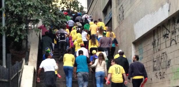 Com meia hora de jogo já havia fila de torcedores para deixar a Fan Fest em São Paulo