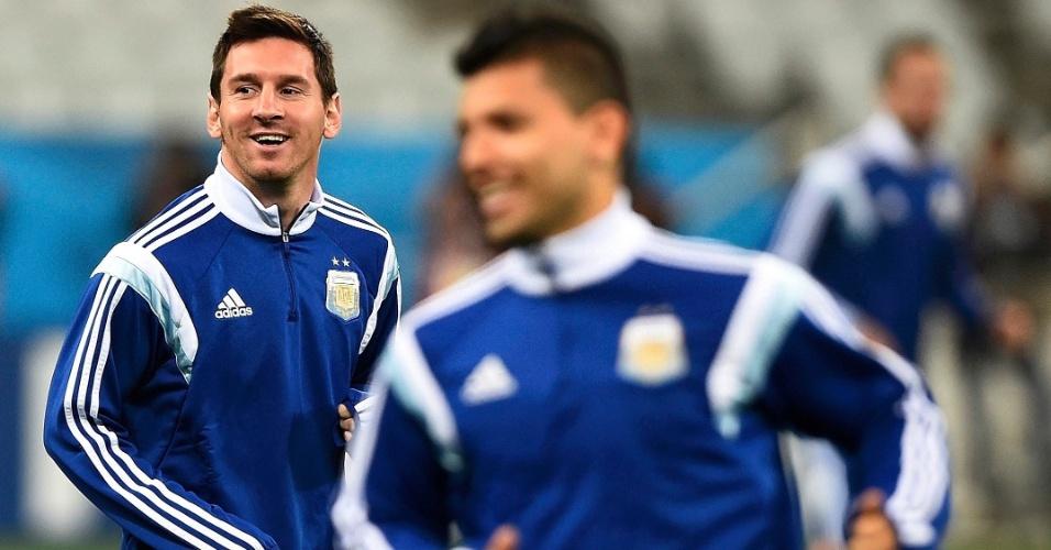 Messi e Sergio Agüero em treino da Argentina no Itaquerão um dia antes da semifinal contra a Holanda