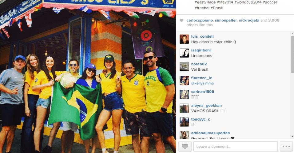 Modelo Alessandra Ambrósio posta foto da torcida brasileira em Nova York