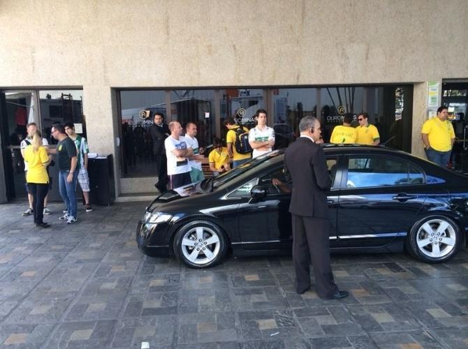 Movimentação em frente ao hotel onde está hospedada a seleção brasileira em Belo Horizonte