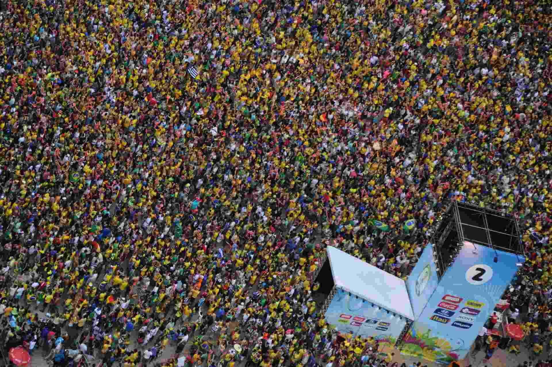 Multidão na Fan Fest do Rio de Janeiro para acompanhar a transmissão de Brasil e Alemanha - Tasso Marcelo/AFP Photo