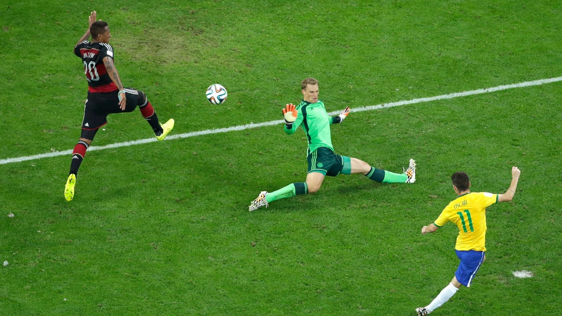 08. jul. 2014 - Oscar marca o gol de honra do Brasil contra a Alemanha, na derrota por 7 a 1 no Mineirão. Os alemães estão na final da Copa