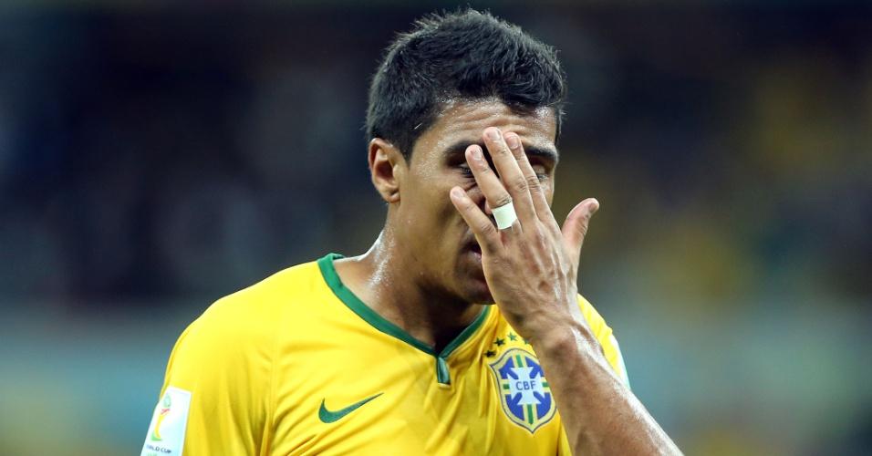 Paulinho, que entrou no segundo tempo da partida contra a Alemanha, lamenta a derrota brasileira por 7 a 1 no Mineirão