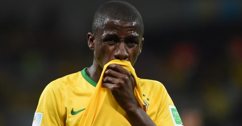 08. jul. 2014 - Ramires, que entrou durante a partida, lamenta a derrota para os alemães por 7 a 1 no Mineirão
