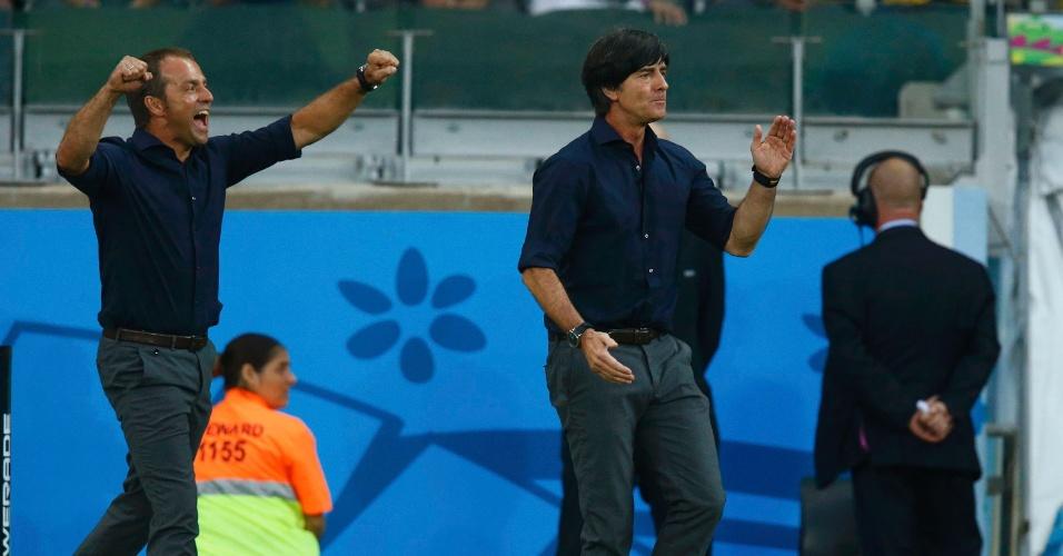 08. jul. 2014 - Técnico da Alemanha, Joachim Löw, comemora após sua seleção marcar contra o Brasil no Mineirão