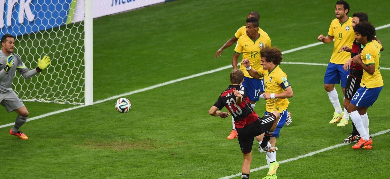 Thomas Muller, livre de marcação, abre o placar para a Alemanha na semifinal da Copa de 2014 - Jamie McDonald/Getty Images