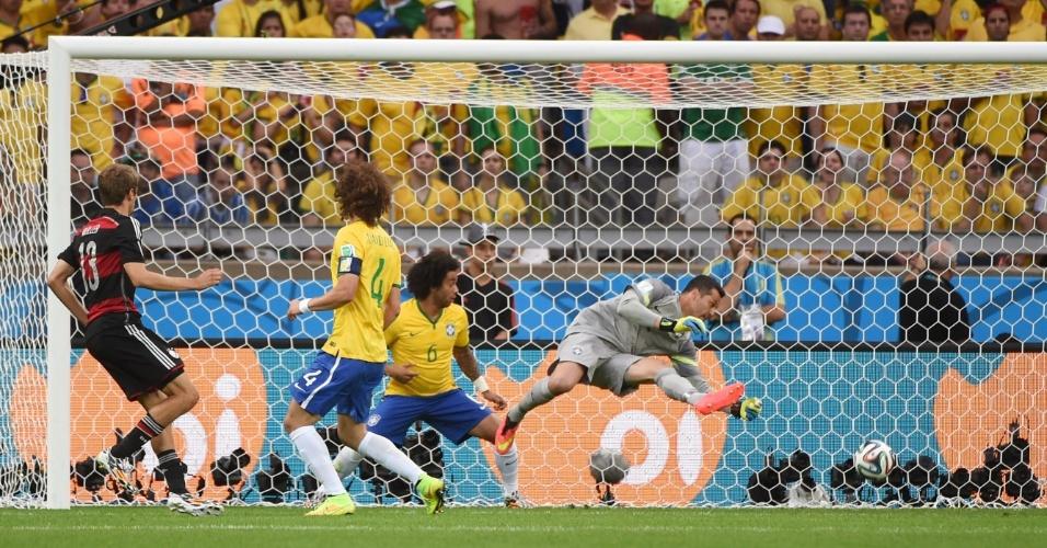 08. jul. 2014 - Thomas Müller marca o gol que abriu a goleada da Alemanha sobre o Brasil. Resultado de 7 a 1 no Mineirão