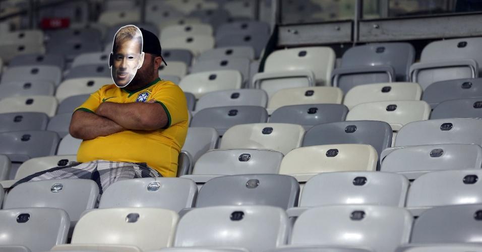 08. jul. 2014 - Torcedor brasileiro solitário na arquibancada no Mineirão parece não acreditar na derrota por 7 a 1 para a Alemanha
