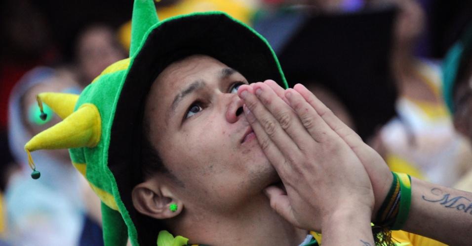 Torcedor não consegue acreditar em goleada alemã ainda no primeiro tempo sobre o Brasil