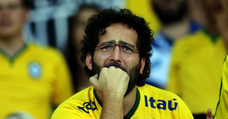 Torcedor se desespera na arquibancada do Mineirão com atuação brasileira