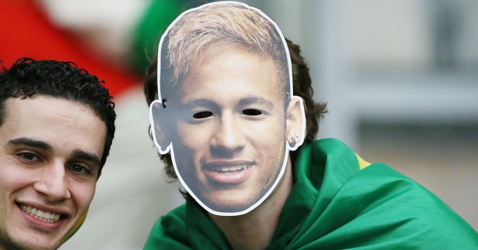 Torcedor usa máscara de Neymar em homenagem ao atacante antes do jogo contra a Alemanha, no Mineirão