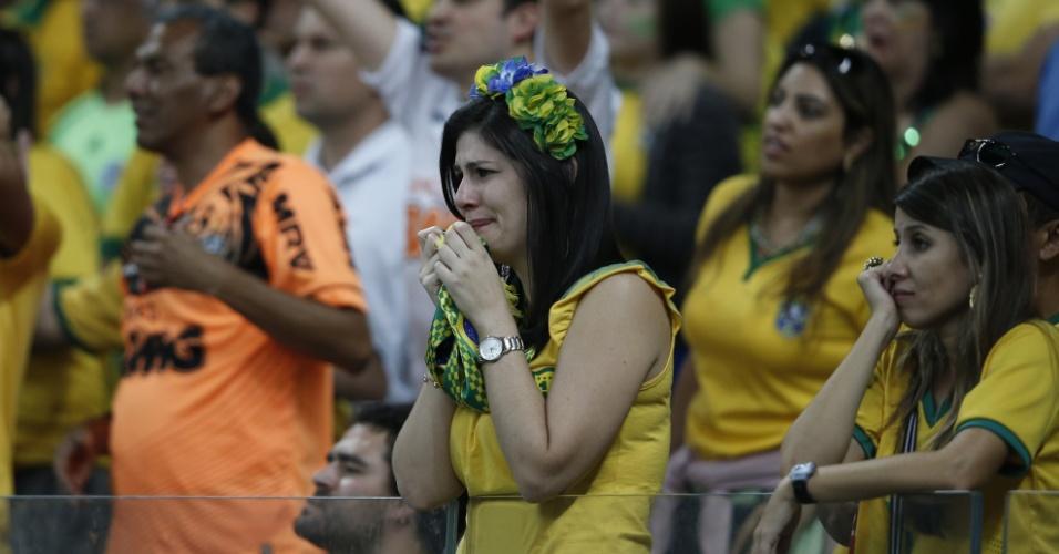 Torcedora faz cara de desespero no Mineirão com surra alemã no Brasil