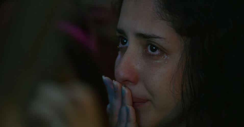 Torcedora não consegue segurar as lágrimas ao assistir a derrota brasileira para a Alemanha