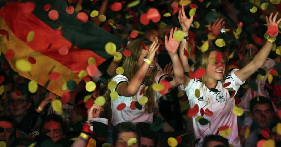 Torcedoras alemães fizeram muita festa na noite de Frankfurt com o massacre da Alemanha sobre o Brasil
