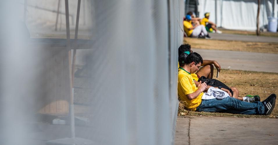 Torcedores chegam cedo ao Mineirão e aguardam a abertura dos portões para a partida entre Brasil e Alemanha