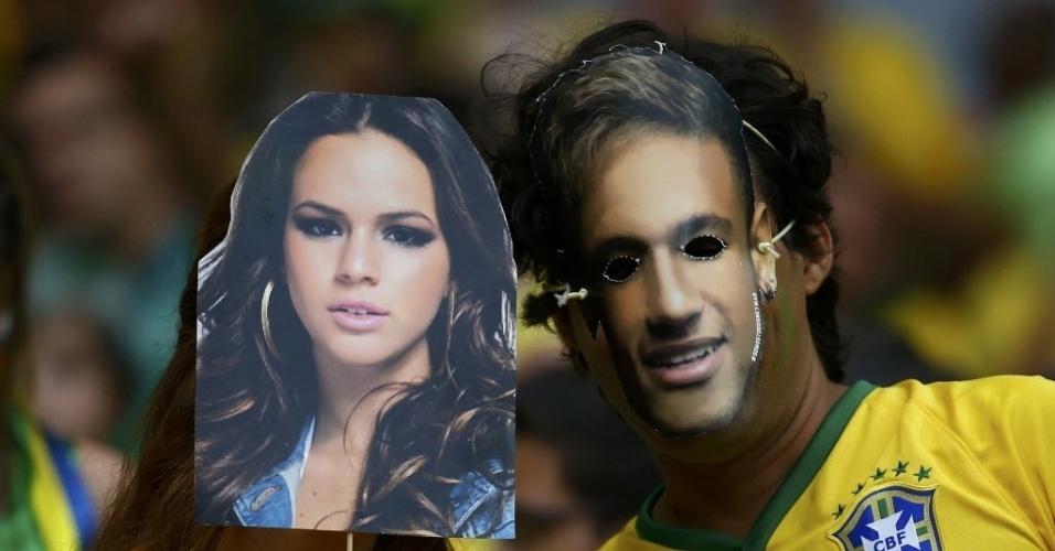 Torcedores se vestem de Bruna Marquezine e Neymar para ver jogo no Mineirão