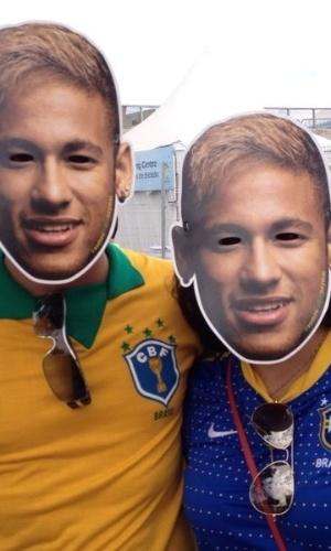 Torcedores usam máscaras de Neymar, antes da partida contra a Alemanha, pela semifinal da Copa