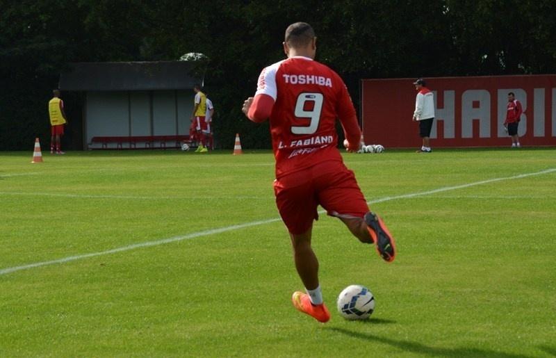 09-07-2014 - Luis Fabiano trabalhou com bola nesta quarta-feira