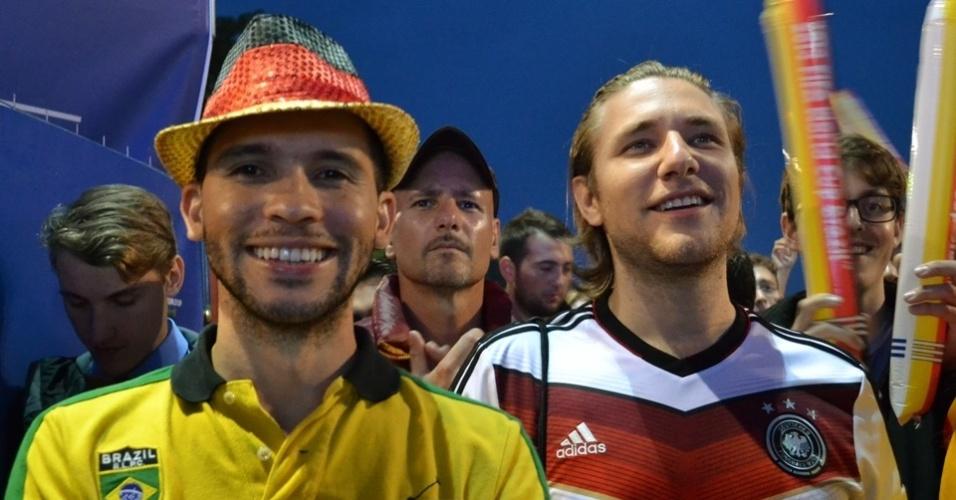 A torcida brasileira assistiu ao jogo contra a Alemanha no Portão de Brandemburgo, em Berlim