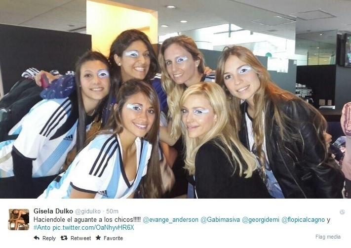 Antonella Roccuzzo, mulher de Messi, junta-se às mulheres de Demichelis, Maxi Rodríguez e à tenista Gisela Dulko antes da semifinal entre Argentina e Holanda