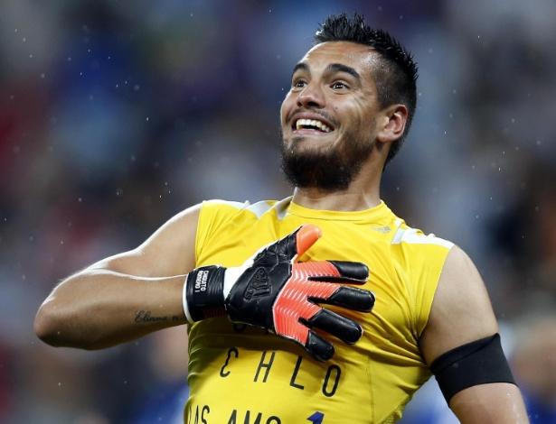 Argentino Romero comemora os dois pênaltis defendidos que garantiram a Argentina na final da Copa