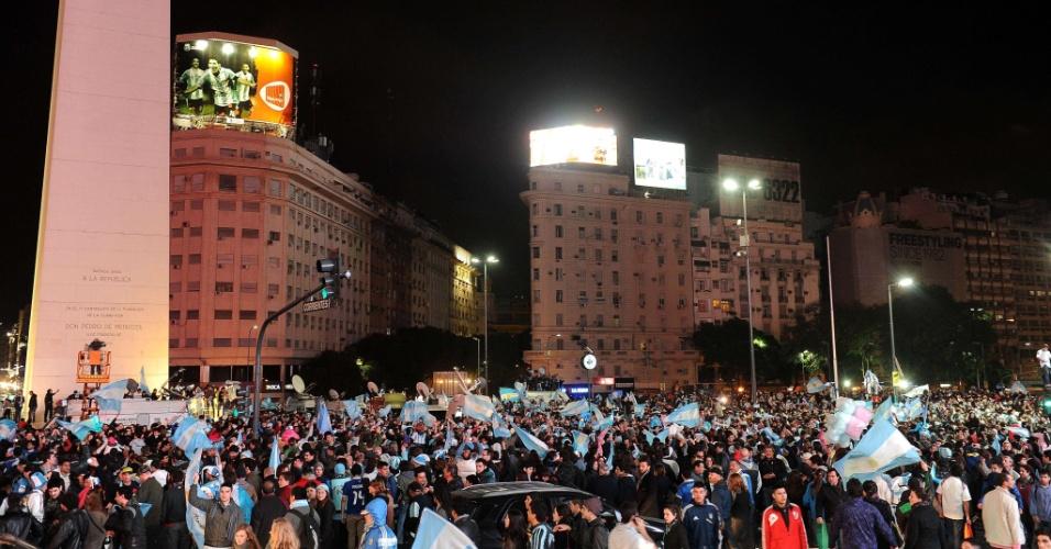 Argentinos celebram classificação para a final da Copa do Mundo em frente ao obelisco de Buenos Aires