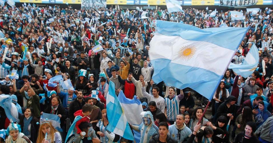 Argentinos se reúnem em praça de Buenos Aires para duelo contra a Holanda pelas semifinais da Copa