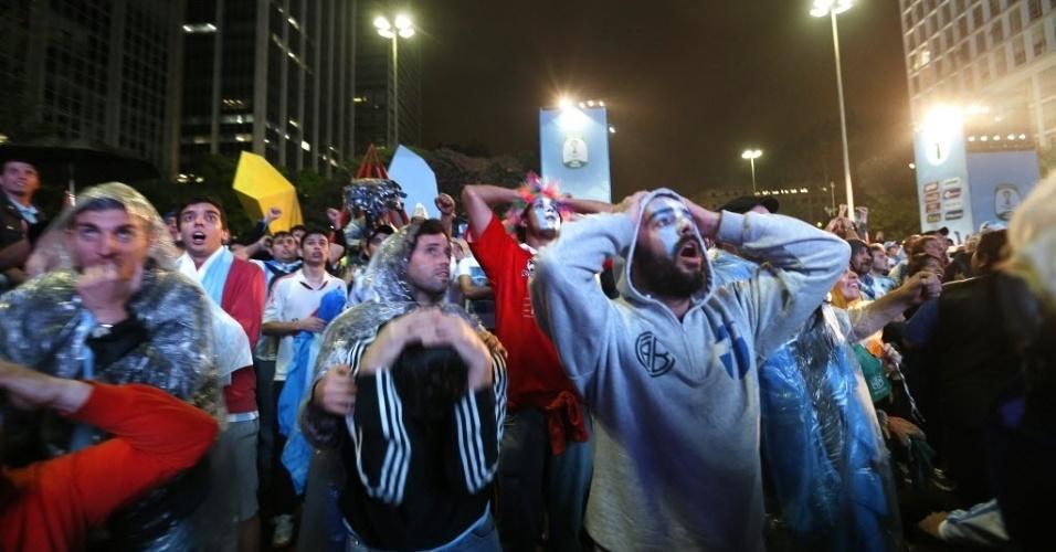 Argentinos sofrem com prorrogação contra Holanda na Fan Fest em São Paulo