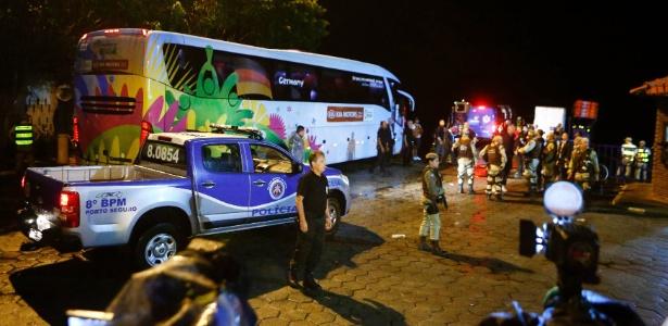 Delegação alemã é recebida com festa; escolta policial acompanhou o ônibus dos algozes do Brasil