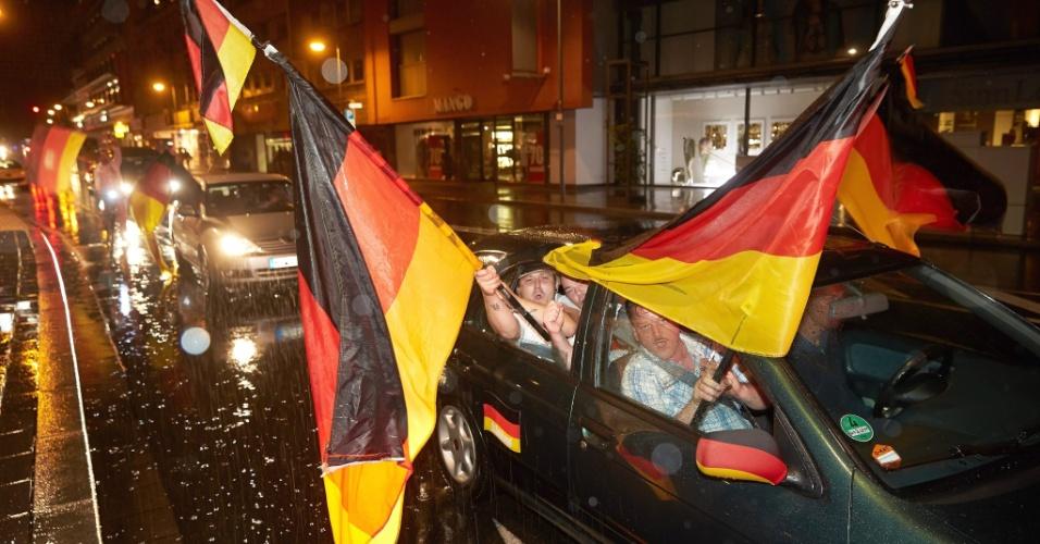 Em Koblenz, Alemanha, torcedores fizeram carreata após a vitória de 7 a 1 sobre o Brasil