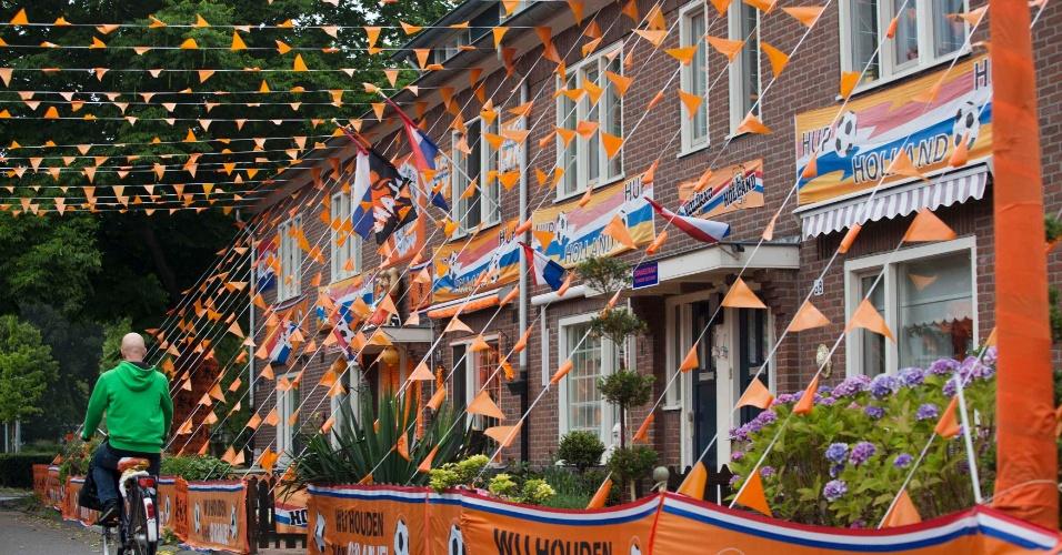 Holandeses enfeitam ruas de Amsterdã antes de jogo contra a Argentina pelas semifinais da Copa do Mundo
